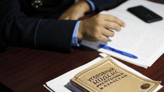 Уголовный кодекс Казахстана лежит на столе