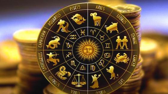 Зодиакальный круг на фоне монет