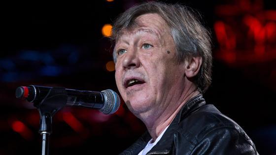 Михаил Ефремов у микрофона