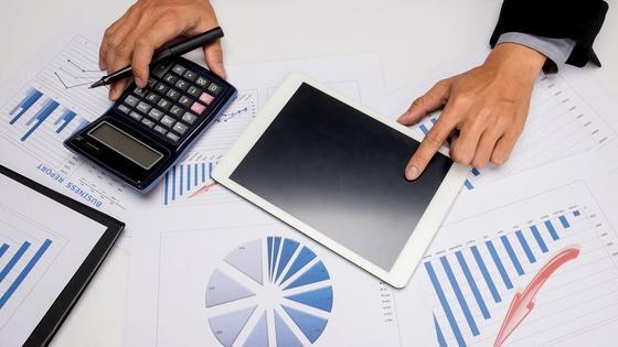 Планшет и калькулятор