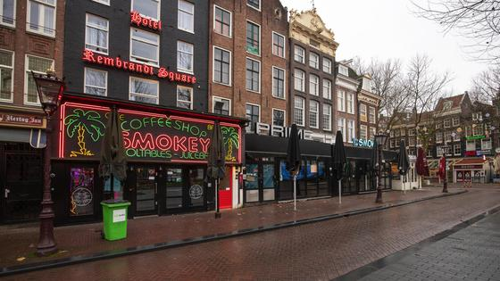 Пустая улица Амстердама
