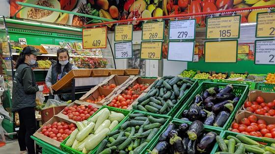 овощи продаются в супермаркете