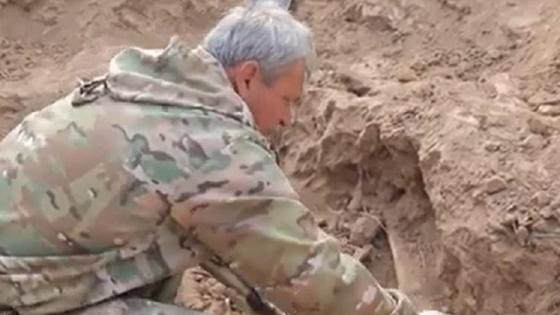 Массовое захоронение солдат нашли на западе Казахстана