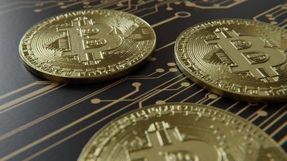 Монетки лежат на столе