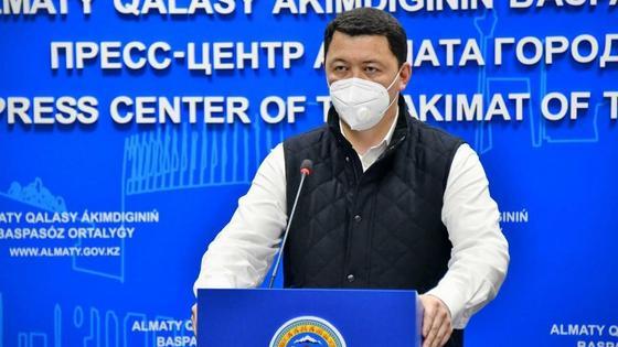 Камалжан Надыров в маске