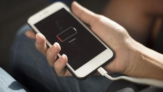 Раскрыта опасность подзарядки телефона в аэропорту
