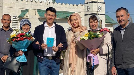Жания Джуринская с женихом и родными. Фото 5