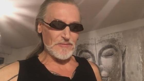 Никита Джигурда в черных очках