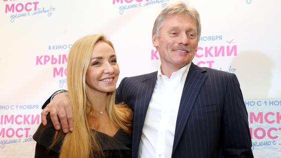 Российская фигуристка Татьяна Навка и пресс-секретарь Владимира ПутинаДмитрий Песков