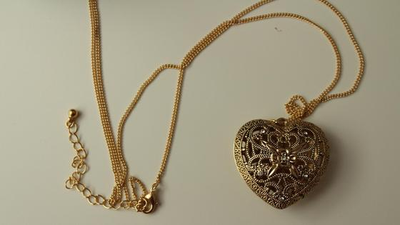 кулон на золотой цепочке
