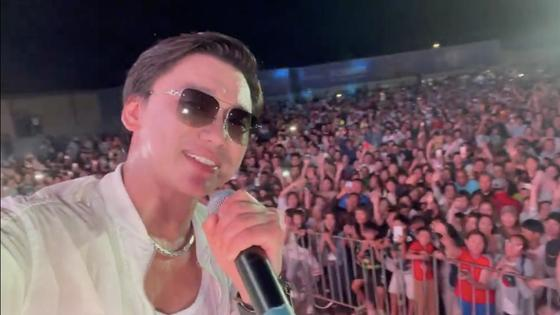 Кайрат Нуртас с концертом на Алаколе