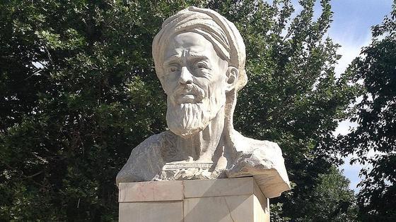 Памятник Ибн Сине в Бухаре