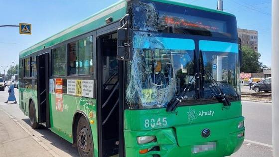 Пострадавшее в ДТП автобус