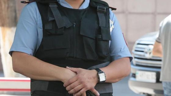 полицейский в бронежилете