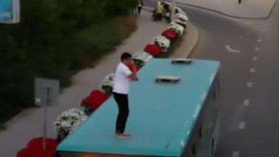 Танцы на крыше автобуса в Караганде