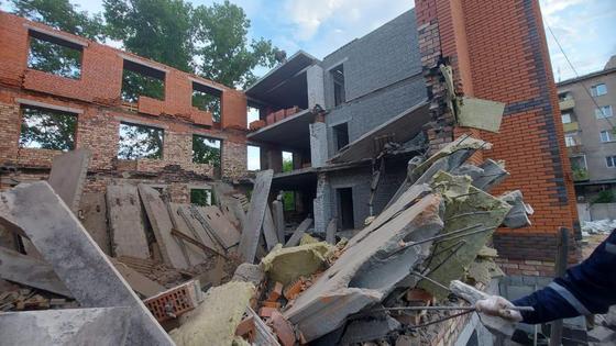 Обвалившееся здание