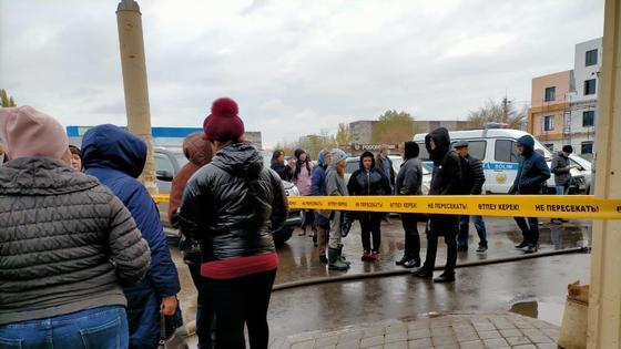 Арендаторы собрались у сгоревшего торгового дома в Павлодаре
