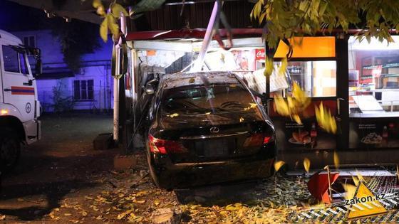 Автомобиль врезался в донерную