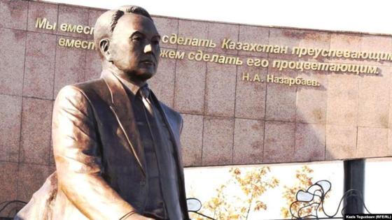 Назарбаевтың монументі