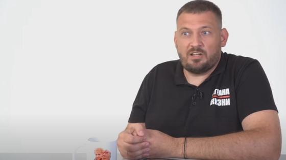 Сергей Тихановский в футболке с логотипом Страна для жизни