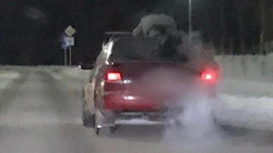 Пассажир проехал на крыше автомобиля в Павлодаре
