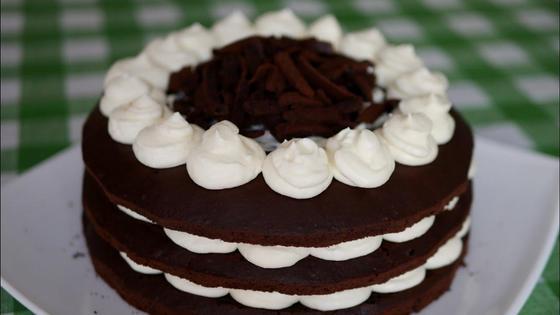 Торт «Вупи пай» на тарелке