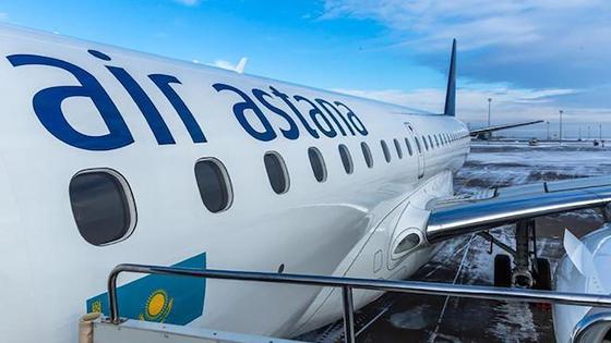 Вид на боковую часть самолета авиакомпании Air Astana