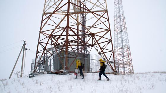 Инженеры Beeline на плановом объезде вышек связи в одном из сел по программе «250+»