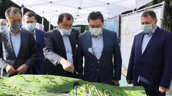 Мамин во время рабочей поездки в Алматы