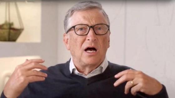 Билл Гейтс с обручальным кольцом на пальце