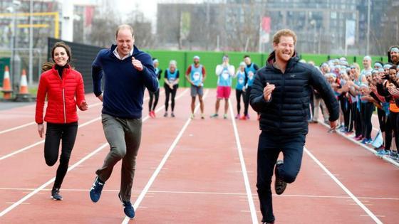 Гарри, Уильям и Кейт на гонках