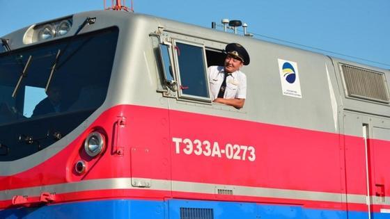 машинист в поезде