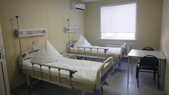 Кровати стоят в палате