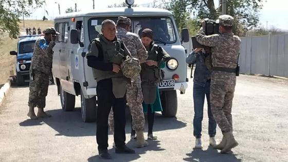 Бауыржан Дәуітбаевтың ата-анасы мен әскерилер