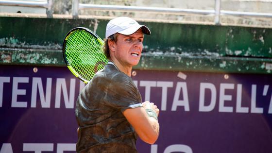 Теннисист Дмитрий Попко