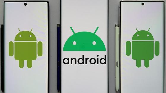 Логотип Android на белом фоне