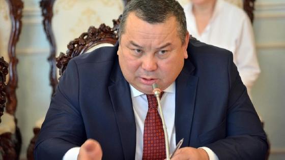 Балбак Тулобаев у микрофона