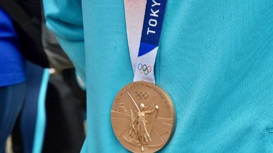 Токио медаль11
