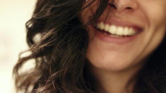 улыбка девушки