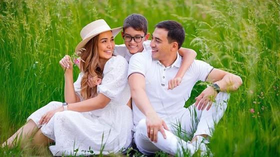 Сая Оразгалиева с мужем и сыном