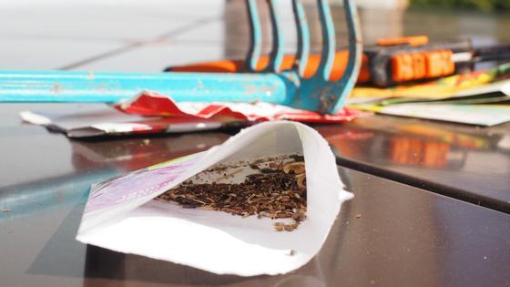 На столе семена и грабли