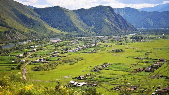 Село у подножья гор
