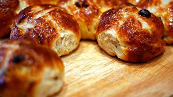 Домашние булочки: рецепт с изюмом на кефире