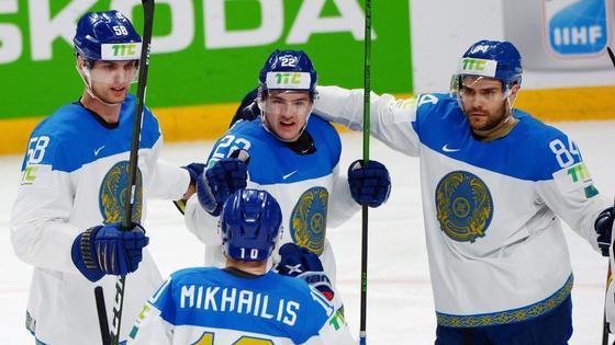Казахстан празднует гол в ворота Финляндии