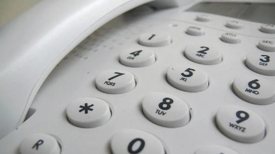 Белый стационарный телефон