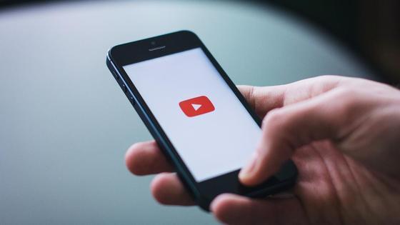 приложение YouTube на телефоне