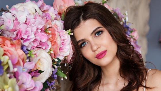 Нежный макияж девушки