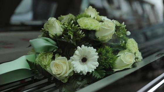 Цветы на катафалке