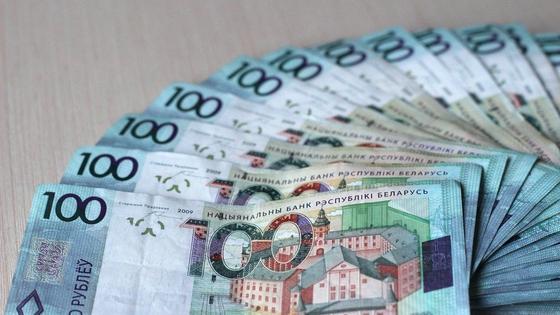 Купюра 100 белорусских рублей