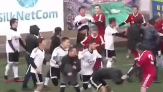 Футболисты дерутся